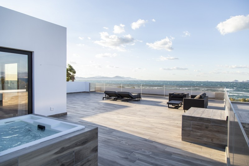 PENTHOUSE SEA VIEW SUITE WITH JACUZZI